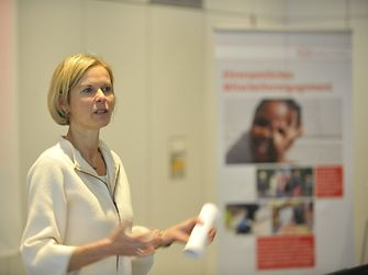 凯瑟琳•蒙格斯(Kathrin Menges) 任职人力资源部执行副总裁 / 基础设施服务
